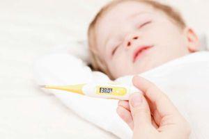 Mẹ nên làm gì để xử lý tình trạng sốt do mọc răng ở trẻ?