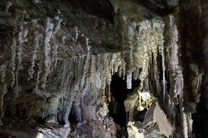 Khám phá hang động muối dài nhất thế giới tại Israel