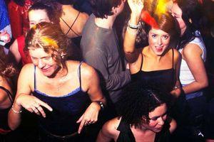 Sinh viên Mỹ tổ chức 'tiệc COVID-19' điên rồ