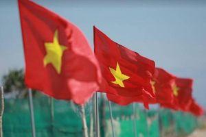 Cờ Tổ quốc nhuộm đỏ Lý Sơn trước ngày tranh tài Giải việt dã toàn quốc