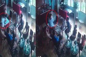 Hé lộ nguyên nhân người đàn ông đang ngồi trong quán cà phê bị đâm tử vong