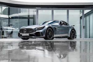 Chồng của Đàm Thu Trang khoe Mercedes-AMG GT R biển độc có giá hơn 11 tỷ