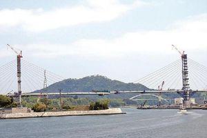 Cây cầu biểu tượng tái thiết động đất Nhật Bản 2011 sắp hoàn thành