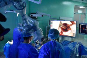 Điều khiển robot mổ não 'tỉnh', dấu ấn mới của bác sĩ Việt Nam