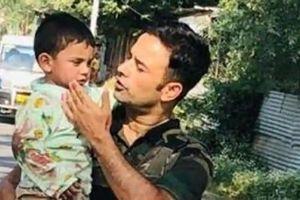 Cảnh sát Ấn Độ cứu sống em bé 3 tuổi trong cuộc đụng độ với khủng bố