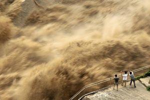 Hàng triệu dân Trung Quốc điêu đứng trong lũ lụt tàn khốc