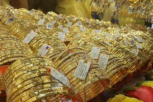 Thị trường vàng chao đảo