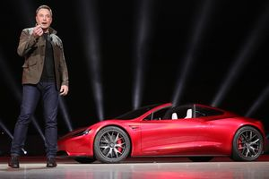 Lỗ triền miên hàng tỷ USD, vì sao Tesla qua mặt mọi ông lớn ngành ôtô?