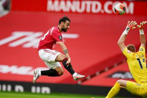 Bruno Fernandes thăng hoa giúp Man Utd thắng 5-2