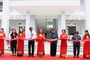 Phó Chủ tịch Quốc hội Tòng Thị Phóng dự lễ khánh thành Trạm y tế xã Xuân Nha