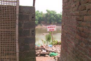 Hà Nội: Sạt lở gây nguy hiểm nhiều đoạn đê sông Bùi, sông Đáy