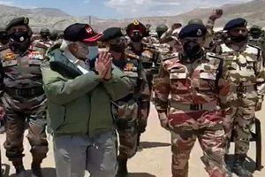 Thủ tướng Ấn Độ bất ngờ tới biên giới Trung Quốc