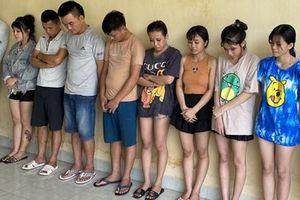Tổ chức 'tiệc ma túy' tập thể để chia tay đi làm ăn xa