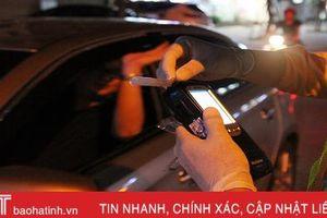 Chống đối kiểm tra nồng độ cồn, một tài xế Hà Tĩnh bị phạt 35 triệu đồng, tước bằng lái 23 tháng