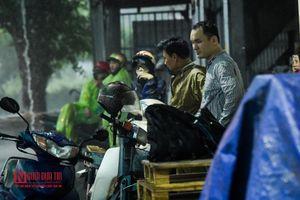 Hưng Yên: 'Sóng thần' quật ngã hàng loạt xe máy