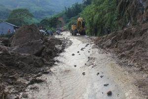 Mưa lớn khiến nhiều tuyến đường ở Lào Cai sạt lở nghiêm trọng