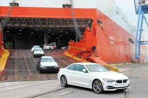 Doanh số giảm, ô tô nhập khẩu xin giảm 50% lệ phí trước bạ