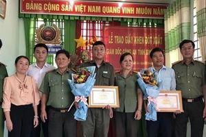 Khen thưởng 5 người dân dũng cảm đấu tranh, phòng chống tội phạm