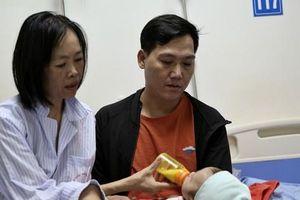 Người mẹ ung thư thà chết không bỏ con và 3 lần phẫu thuật liên tiếp sau sinh: 'Bé sinh ra chẳng được giọt sữa mẹ nào'