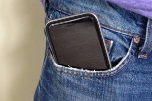 Vô sinh vì uống sữa đậu nành, đặt điện thoại trong túi quần?