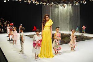 Hoa hậu Khánh Vân làm vedette khai mạc Tuần lễ thời trang trẻ em Việt Nam Xuân - Hè 2020