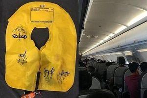 Nữ hành khách bị cấm bay vì xé áo phao và trốn nộp phạt