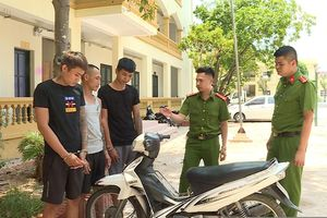 Hưng Yên: Đôi vợ chồng trẻ bị nhóm thanh niên đi xe không biển số cướp tài sản