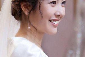 Á hậu Thúy Vân đẹp kiêu sa trong bộ váy cưới trước hôn lễ