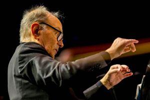Vĩnh biệt nhà soạn nhạc huyền thoại của phim cao bồi Viễn Tây
