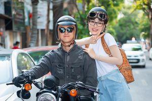 Á hậu Phương Nga được bạn trai Bình An chở bằng xe phân khối lớn cực 'ngầu' trên phố