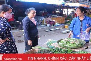Nắng nóng kéo dài, rau xanh tại các chợ dân sinh ở Hà Tĩnh 'đắt đỏ'!