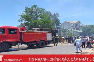 Cháy nhà chứa phế liệu ở Lộc Hà