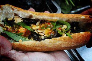 3 xe bánh mì nhân 'lạ' của Sài Gòn