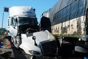 Xe tải đối đầu xe container, 1 người chết, 2 người bị thương