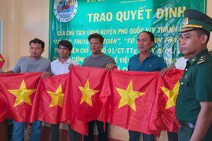 Trao tặng 1.500 lá cờ Tổ quốc cho ngư dân Phú Quốc