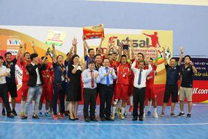 Đội bóng trường Đại học Nha Trang đoạt cúp vô địch