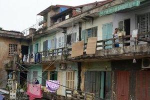 Hải Phòng 'lỡ hẹn' đưa người dân từ chung cư cũ đến nơi an toàn(?)