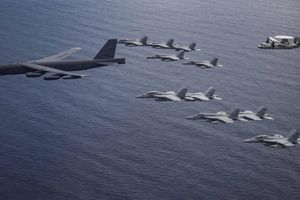 Mỹ điều 'pháo đài bay' B-52 'thị uy' trên Biển Đông