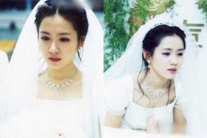Dù chưa kết hôn nhưng Son Ye Jin đã nhiều lần mặc váy cưới khiến fan xuýt xoa vì quá đẹp