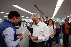 Bỏ chuyên cơ riêng, Tổng thống Mexico vẫn đi máy bay thương mại thăm Mỹ giữa mùa dịch Covid-19