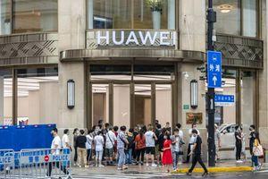 Tương lai bấp bênh của Huawei ở Anh