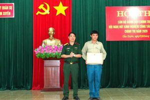 Tặng bằng khen cho Phó Chỉ huy trưởng Quân sự xã dũng cảm cứu sống người bị đuối nước
