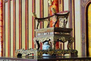 Ngai của hoàng đế ngày xưa có được làm từ vàng thật?