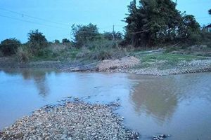 Trượt chân ngã xuống hồ, 2 nữ sinh tử vong