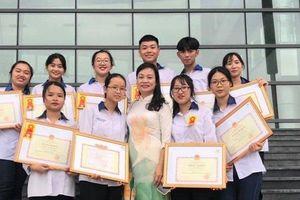 Thi học sinh giỏi quốc gia, một lớp ở Vĩnh Phúc được thưởng gần 300 triệu đồng