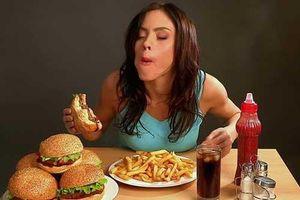 4 kiểu ăn tối đang âm thầm 'ăn mòn' sức khỏe của cả gia đình, nhiều người đang mắc phải