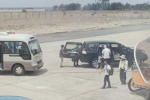 Xôn xao chuyện Phó bí thư Tỉnh ủy Phú Yên cho xe biển xanh vào sát máy bay để đón con