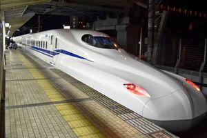Tàu điện Nhật Bản di chuyển ngay cả khi động đất