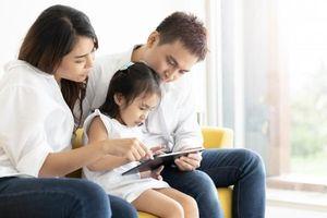 Bác sĩ Collin: Không cần 'cấm tiệt' trẻ xem tivi, điện thoại, áp dụng quy tắc này, bố mẹ sẽ kiểm soát được con 1 cách thông minh