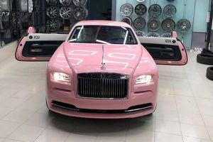 Rolls-Royce Wraith hơn 30 tỷ màu hường đầu tiên ở Việt Nam là của đại gia nào?